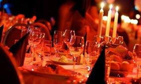 Illallinen kynttilänvalossa